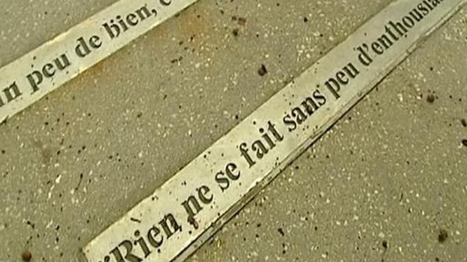 Les fautes d'orthographe et de syntaxe viennent se glisser dans les citations rendant hommage au philosophe Voltaire.