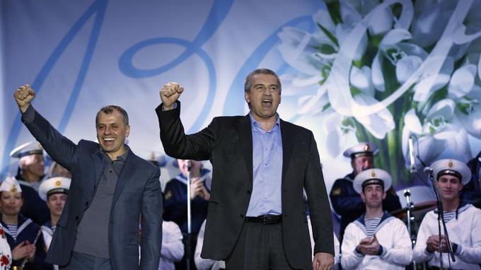 Le premier ministre de la Crimée célèbre la victoire du oui au référendum proposant le rattachement de la région à la Russie.
