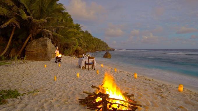 Frégate, une île miniature, prête à enflammer l'imaginaire des robinsons et à ravir les amoureux en quête de refuge intime et préservé.