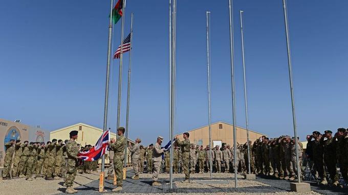 Les derniers soldats britanniques déployés dans la province du Helmand, ont officiellement remis dimanche le contrôle aux forces afghanes.