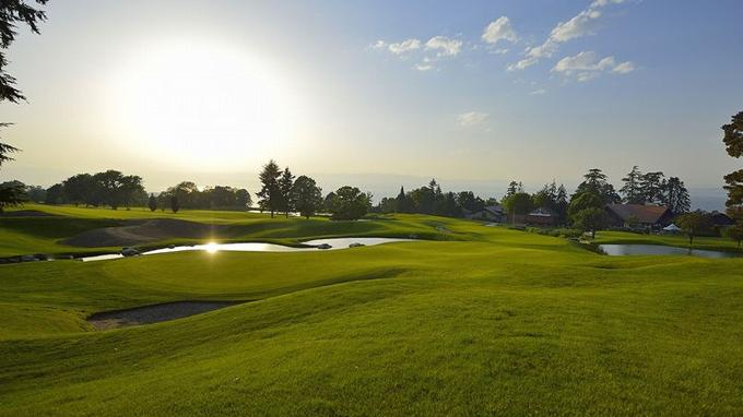 Vue sur le golf de l'Hotel Royal Evian (Crédit: Hotel Royal Evian)