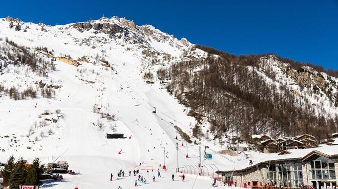 Descente emblématique de Val-d'Isère, la Face de Bellevarde, un mur vertigineux qui dégringole sur près de 1 000 m de dénivelé.