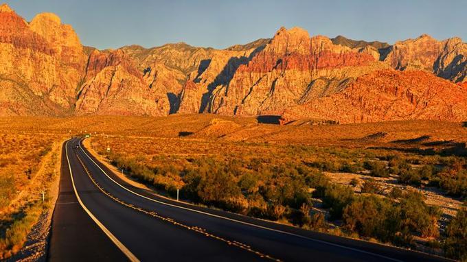 Au petit matin ou en fin de journée, le parc national Red Rock Canyon affiche ses plus belles couleurs dans un calme qui tranche avec la frénésie de la ville.