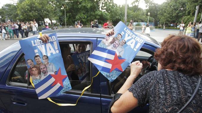 Les cinq agents sont des héros à Cuba, en liesse après leur libération.
