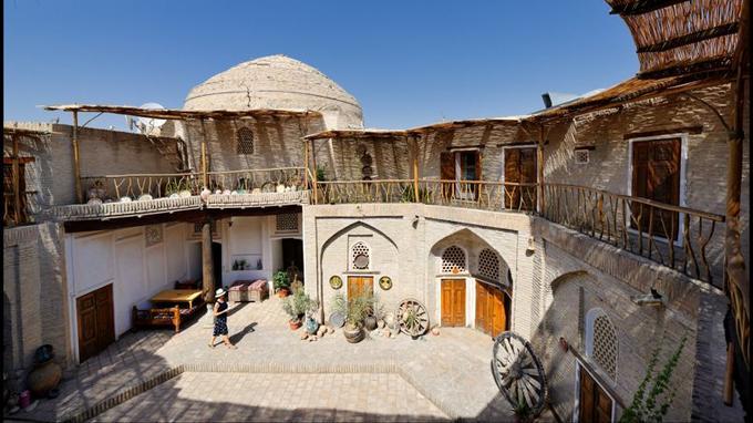 Au coeur de Boukhara, l'hôtel Amulet, cette ancienne médersa conserve l'authenticité d'un lieu historique.