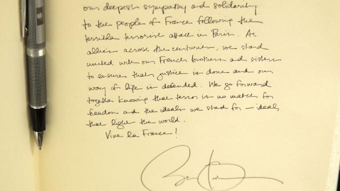 Le texte écrit par Barack Obama dans le livre de condoléances ouvert à l'ambassade de France à Washington.