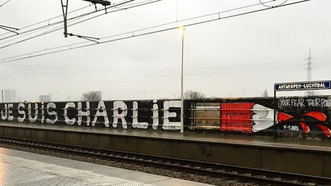 «Je suis Charlie», l' hommage du graffeur DZIA.