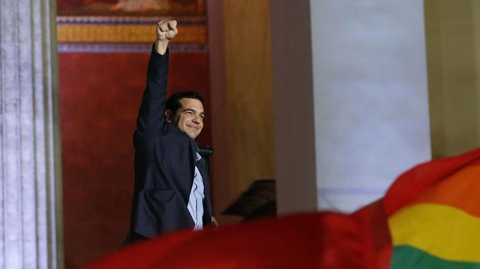 Les Grecs ont donné dimanche une victoire historique au parti de gauche radicale Syriza, en espérant «laisser l'austérité derrière eux», a affirmé Alexis Tsipras.C'est la première fois au sein de l'Union européenne qu'un dirigeant ouvertement hostile aux politiques d'austérité voulues par l'UE et le Fonds monétaire international (FMI) prend les rênes du pouvoir dans un pays membre