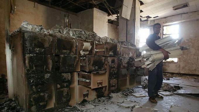 En 2003, la bibliothèque et les archives nationales de Bagdad ont été incendiées.