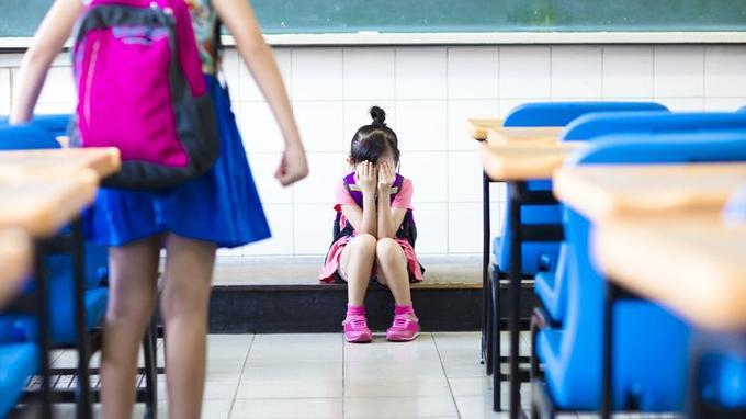 80% des enfants souffrant de phobie scolaire ont été victimes d'un harcèlement psychique ou d'une agression physique dans le cadre de l'école.