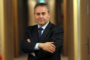 El ex ministro de Trabajo, Empleo y Sanidad, Xavier Bertrand.'ancien ministre du Travail, de l'Emploi et de la Santé, Xavier Bertrand.