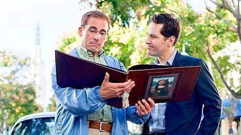 Cea para Schmucks reúne a Steve Carrell e Paul Rudd. A película, que sae en decembro en Francia, podería gañar 30 millóns de dólares no seu primeiro fin de semana operativo e converterse nun dos éxitos do verán nos Estados Unidos.'exploitation et devenir un des succès de l'été aux Etats-Unis.