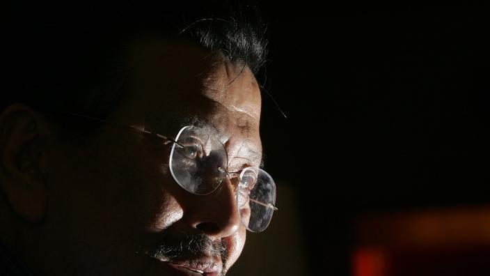 Joseph Estrada - anche nelle Filippine, il Le stelle del cinema possono raggiungere le più alte responsabilità politiche. Joseph Estrada, un comico in cento film, è diventato sindaco di San Juan, allora senatore e vicepresidente del paese prima di essere eletto nel 1988 tredicesimo presidente delle Filippine fino al 2001.'à 2001.