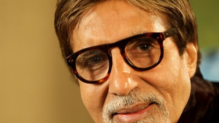 Amitabh Bachchan -L'attore più emblematico da Bollywood , Amitabh Bachchan, gli ha anche permesso di tentare se stesso dalla politica. Nel 1984, il comico diventa un membro del Partito del Congresso indiano. Abanda la sua posizione dopo tre anni, giudicando insufficientemente competente.'acteur le plus emblématique de Bollywood, Amitabh Bachchan, s'est lui aussi laissé tenter par la politique. En 1984, le comédien devient député du parti du Congrès indien. Il abandonne son poste au bout de trois ans, se jugeant insuffisamment compétent.