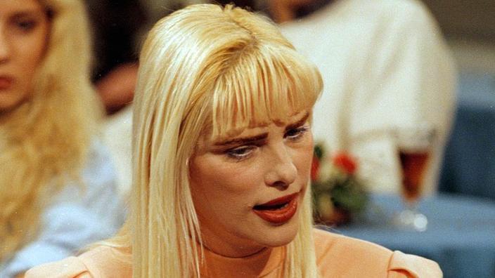 Cicciolina - Una carrera como una actriz Películas pornográficas No es incompatible con ambiciones políticas. Esto se demuestra el Staller Italiano Ilona Anna, más conocido por debajo del seudónimo de Cicciolina. Se unió a 1979 con la primera fiesta verde italiana. En 1987, se convirtió en miembro del Parlamento con la fiesta radical italiana. En 2002, intenta convertirse en miembro del Parlamento de Hungría, su país de origen. Pero no obtiene suficientes firmas para presentar una solicitud independiente.'actrice de films pornographiques n'est pas incompatible avec des ambitions politiques. C'est ce qu'a prouvé l'Italienne Ilona Anna Staller, plus connue sous le pseudonyme de Cicciolina. Elle s'engage en 1979 auprès du premier parti vert italien. En 1987, elle devient députée avec le Parti radical italien. En 2002, elle tente de devenir députée au parlement de Hongrie, son pays d'origine. Mais elle n'obtient pas assez de signatures pour déposer une candidature indépendante.
