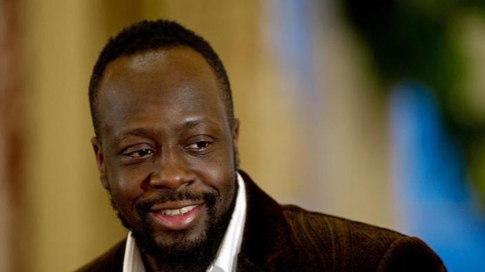 wyclef jean - sapevamo Wyclef Jeans molto preoccupato dei problemi di Haiti, il suo paese natale. Nel 2005, il cantante Hip-Hop ha lanciato la Fondazione Haiti Yele per aiutare i più poveri. Al terremoto che ha devastato l'isola il 12 gennaio, era una delle prime stelle da mobilitare. Non c'è da meravigliarsi, quindi, che il rapper ha finalmente deciso di riferire alle elezioni presidenziali del 28 novembre, per riuscire René Préval.'Haïti, son pays natal. Le chanteur de hip-hop a notamment lancé en 2005 la fondation Yélé Haïti pour venir en aide aux plus démunis. Lors du séisme qui a dévasté l'île le 12 janvier dernier, il a été l'une des premières stars à se mobiliser. Pas étonnant, donc, que le rappeur ait finalement décidé de se présenter à l'élection présidentielle du 28 novembre, pour succéder à René Préval.