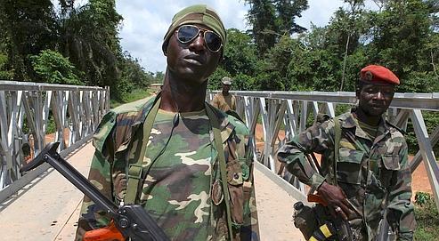 Règlement de l'armée sur officier et enrôlé datant
