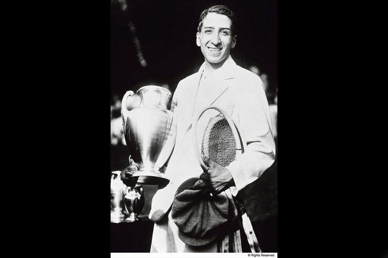32f13cf6aa Champion en simple messieurs de plusieurs internationaux dès 1925, René  Lacoste remporte la