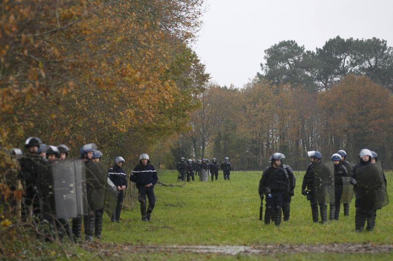 Quelque 500 gendarmes menaient vendredi matin une opération d'expulsion des squatteurs réinstallés sur le site du futur aéroport contesté de Notre-Dame-des-Landes, près de Nantes.