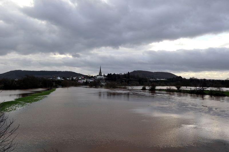D'importantes inondations affectent le sud-ouest de l'Angleterre, le Pays de Galles et l'Ecosse depuis vendredi dernier en raison de fortes pluies qui se sont prolongées pendant le week-end. Ci-dessus les environs de Ross-on-Wye, dans le sud du pays, le 23 décembre.