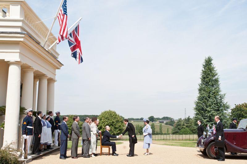 Le réalisateur Roger Michell (<i>Coup de foudre à Notting Hill</i>) vient de signer une comédie historique sur la visite en juin 1939 de George VI, interprété par Samuel West, à Franklin Roosevelt dont le rôle est campé par Bill Murray.