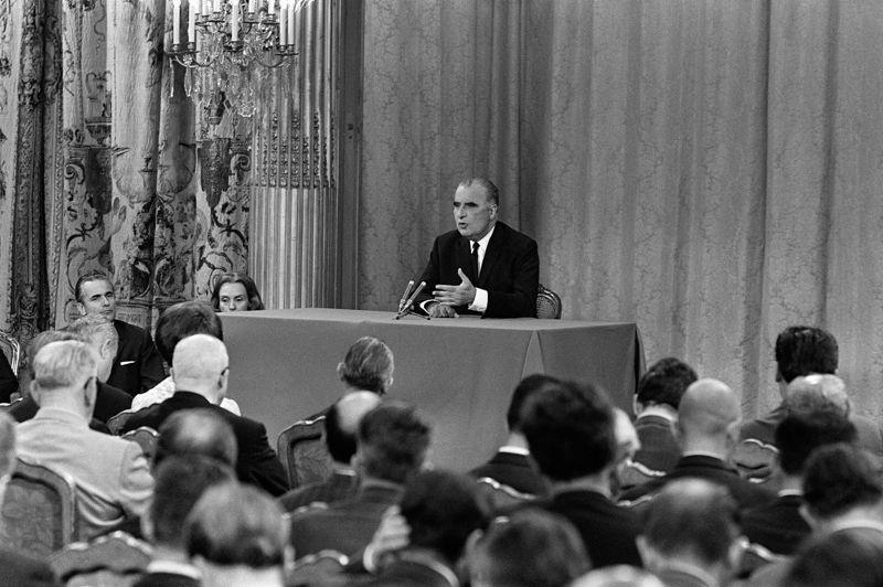 Pendant le mandat de Georges Pompidou (1969-1973), la France avait compté 300.000 nouveaux demandeurs d'emploi. «Si un jour on atteint les 500.000 chômeurs en France, ce sera la révolution», avait-il déclaré en 1969.
