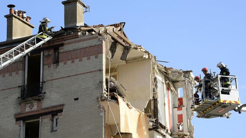 les impressionnantes images de l 39 effondrement de rosny. Black Bedroom Furniture Sets. Home Design Ideas