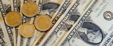 Billets De Banque Autant D Euros Que De Dollars En Circulation