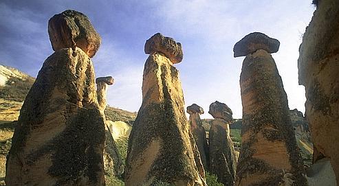 Les Cheminees De Fees De Cappadoce En Grand Peril