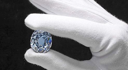 18 70 M Prix Royal Pour Un Diamant Bleu
