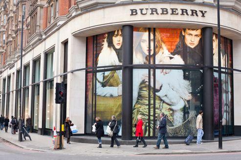 Burberry dévisse et fait craindre pour le luxe 40d5d6313ce