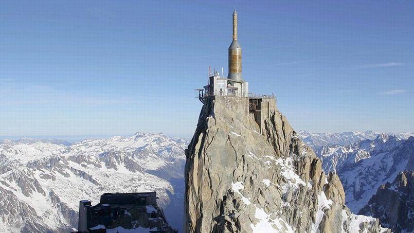 Aiguille Du Midi Le Pas Dans Le Vide marchez dans le vide à près de 4000 mètres d'altitude face au mont blanc
