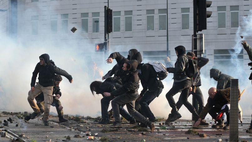 """Résultat de recherche d'images pour """"black bloc france"""""""