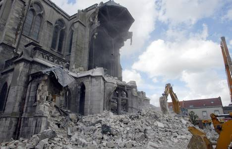 Destruction de l'église de La Bassée.