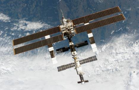 Une mini météorite touche la station spatiale internationale
