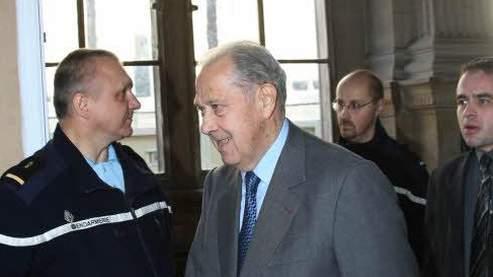 Charles Pasqua au palais de justice de Paris (Alain Aubert / Le Figaro)