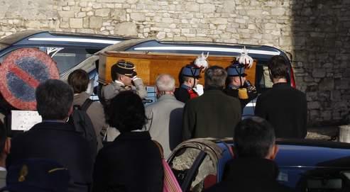 Samedi à Senlis, une foule nombreuse est venue apporter son soutien à la famille de la jeune fille assassinée dans le RER.