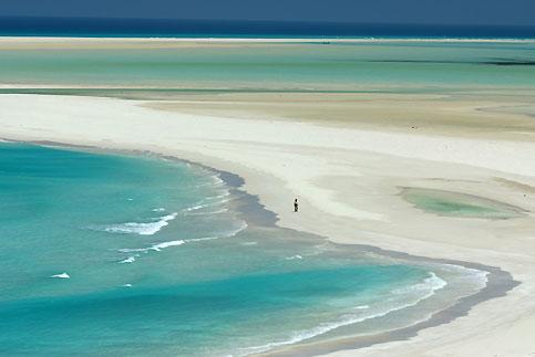 Paysage d'un autre âge ou abstraction contemporaine évoquant un Rothko inspiré ? La baie de Qalansiya àmarée basse.