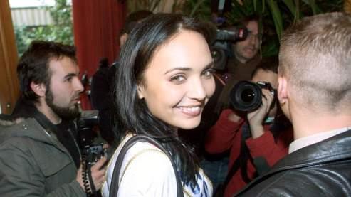 Valérie Bègue, Miss France 2008, pose lors d'une conférence de presse, vendredi, à Paris. (Guillot/ AFP)