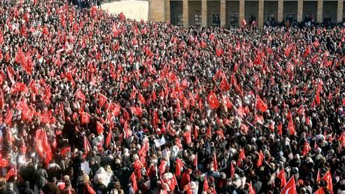 Vaste manifestation à Ankara contre le voile