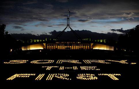 C'est la première fois en 107 ans qu'un gouvernement reconnaît symboliquement que la terre sur laquelle a été construite Canberra, la capitale australienne, appartenait autrefois aux Aborigènes et leur a été soustraite par les colons européens sans compensation.