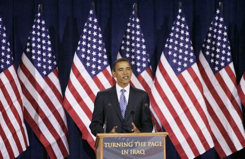 Fervent opposant à la guerre en Irak, Barack Obama n'a pas eu à se prononcer sur le conflit, ce qui lui permet d'attaquer ses adversaires sur ce thème.  <br />Plus généralement, Barack Obama se présente comme le chantre du changement, une expression dont il fera son slogan de campagne.  <br />Il défend la mise en place de réformes pour transférer une plus grande partie du fardeau fiscal vers les plus riches et la multiplication des investissements dans le système de santé, la recherche sur les énergies alternatives et l&rsquo;éducation. &nbsp;&raquo; /></font></strong></p> <p><font face=