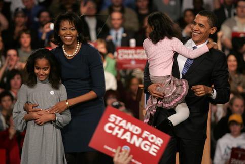 «Je me présente devant vous aujourd'hui pour annoncer ma candidature à la présidence des Etats-Unis d'Amérique», déclare Barack Obama, le 10 février 2007. <br />Il devient alors le premier métis susceptible d&rsquo;accéder au bureau ovale.&nbsp;&raquo; /></strong></font></p> <p><font face=