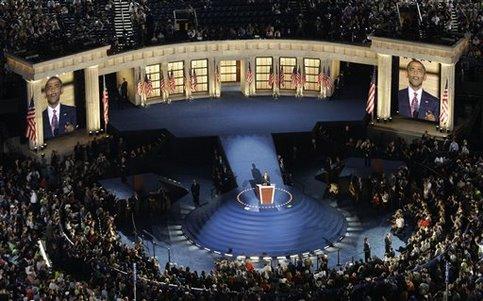 Le 28 août 2008, jour du 45e anniversaire du discours de Martin Luther King ''I have a dream'', Barack Obama accepte formellement la nomination démocrate devant quelque 80.000 de ses partisans ivres de joie à qui il jure de défendre «la promesse américaine».