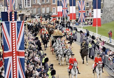 Pour parcourir les quelques kilom�tres les s�parant du ch�teau de Windsor, le pr�sident et son �pouse ont b�n�fici� d'une escorte royale.