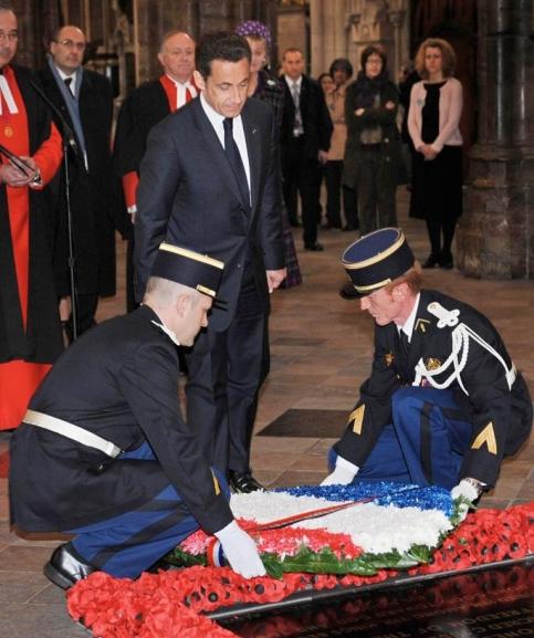 Avant son discours � Westminster, Nicolas Sarkozy a d�pos� une gerbe sur la tombe du soldat inconnu devant l'abbaye situ�e � proximit�.