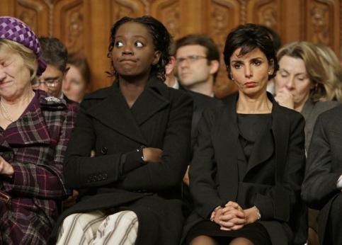 Les ''gros yeux'' de Rama Yade, la moue de Rachida Dati et la grimace de Marisa, la m�re de Carla Bruni (� gauche), lors du discours du chef de l'�tat � Westminster.