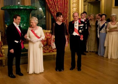 La reine Elizabeth II en compagnie de ses h�tes et du prince Philip, quelques instants avant le d�but du banquet.