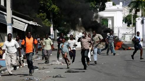 La difficulté croissante des plus pauvres à se nourrir a entraîné des émeutes un peu partout dans le monde, comme ici, en Haïti la semaine dernière.