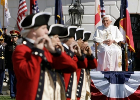 Dans son discours, le Pape a exhorté l'Amérique à ''soutenir les patients efforts de la diplomatie internationale pour résoudre les conflits'', sans toutefois évoquer directement la guerre en Irak, à laquelle le Vatican s'était opposé. Le souverain pontife a rendu hommage à la vivacité de la vie religieuse américaine : '''historiquement, non seulement les catholiques mais tous les croyants ont trouvé ici la liberté d'adorer Dieu en accord avec leur conscience''.